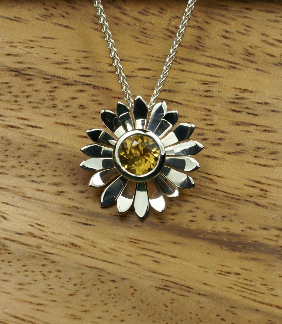 Daisy Pendant with golden Citrine