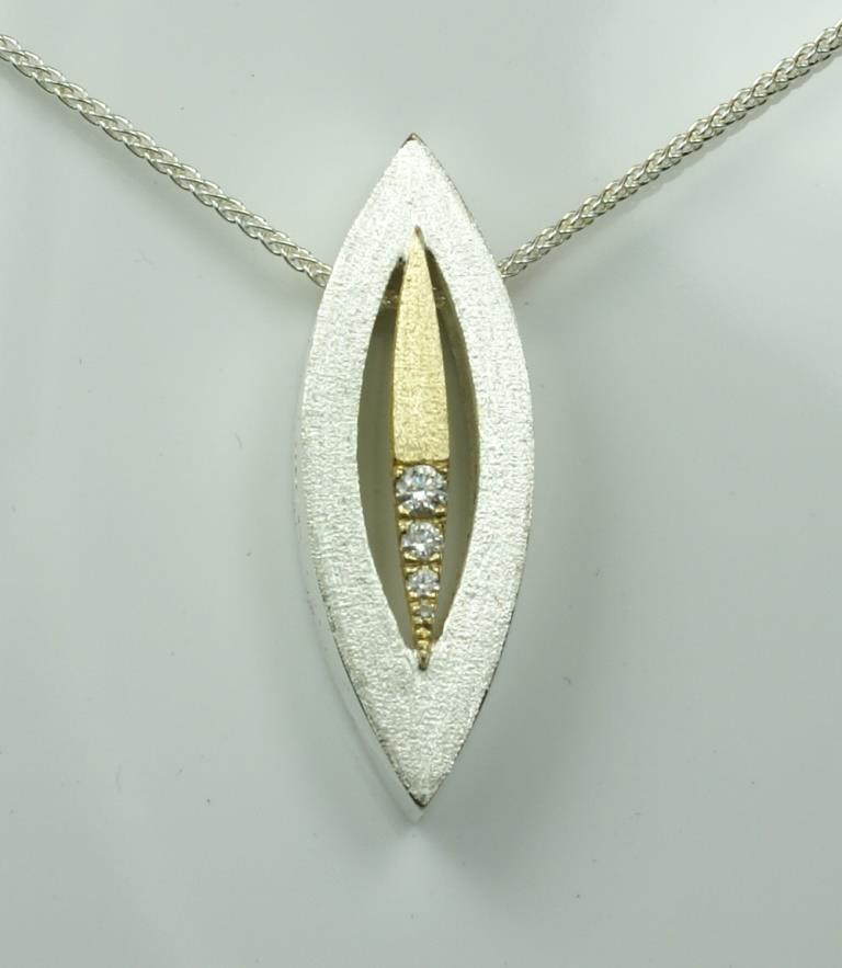 Pod pendant with Diamonds