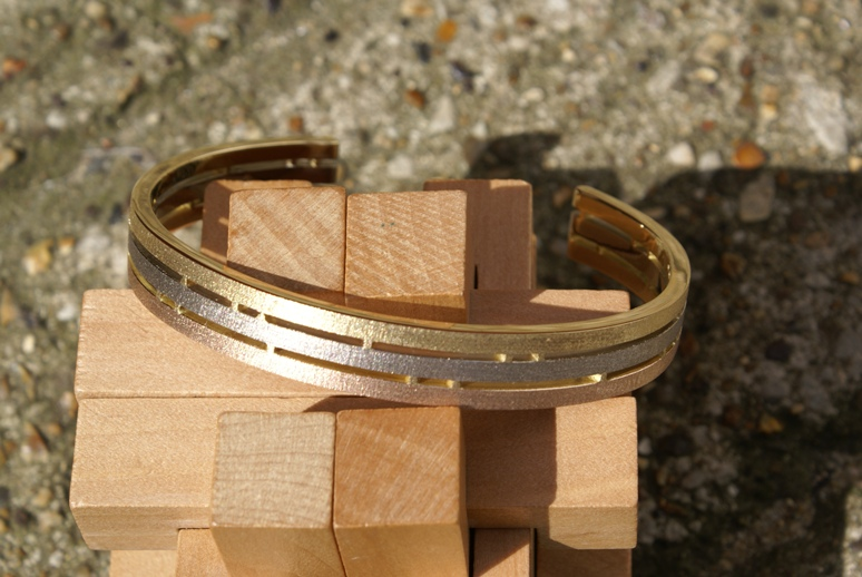 Triple Straight-over Bangle in 3Gold