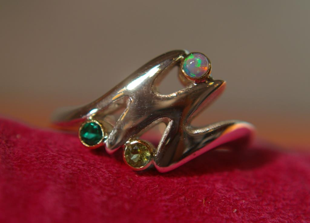 M-Ring with 3 Stones