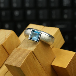 Two-Tone Rounded w. Blue Topaz