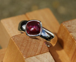 D-Ring with Rhodolite Garnet