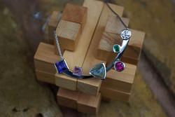 Platinum necklace with 6 Stones