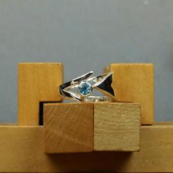 Silver Grasses ring w. Blue Topaz