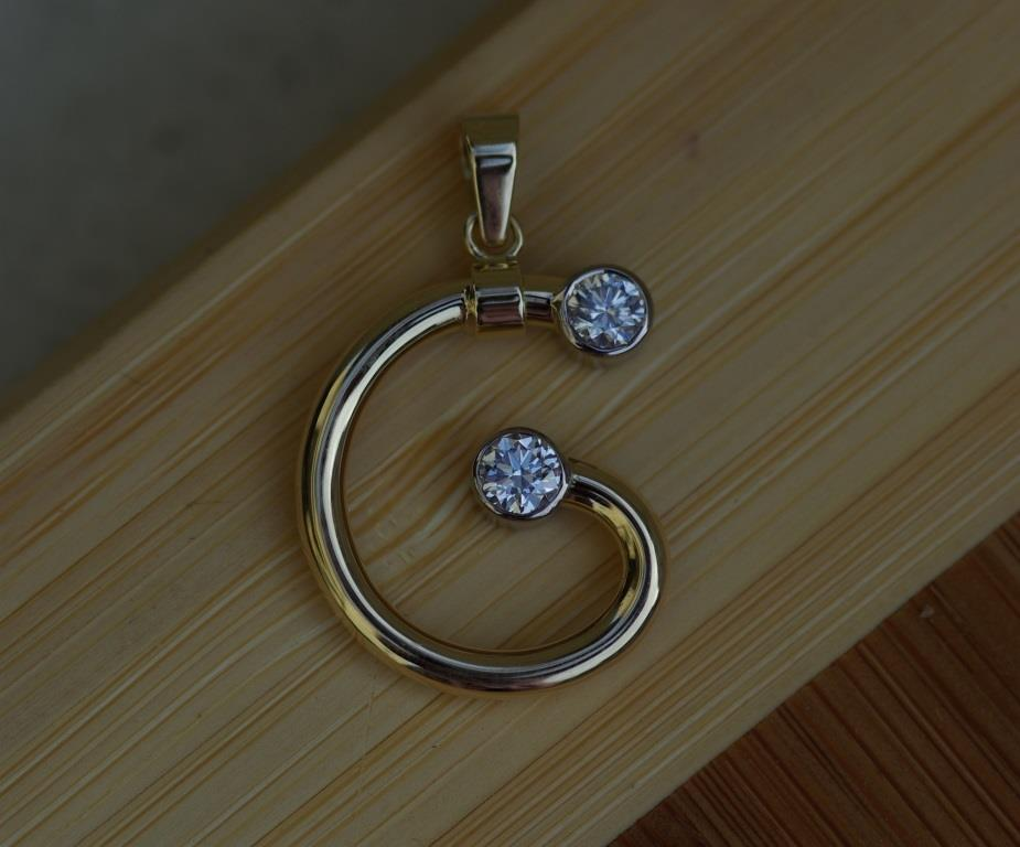 Gertrud Pendant with 2 Diamonds