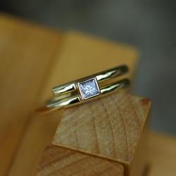 Closed Mini X-over Ring w. Diamond