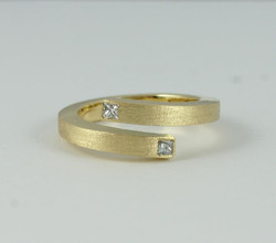 Cross-over Ring with 2 Diamonds