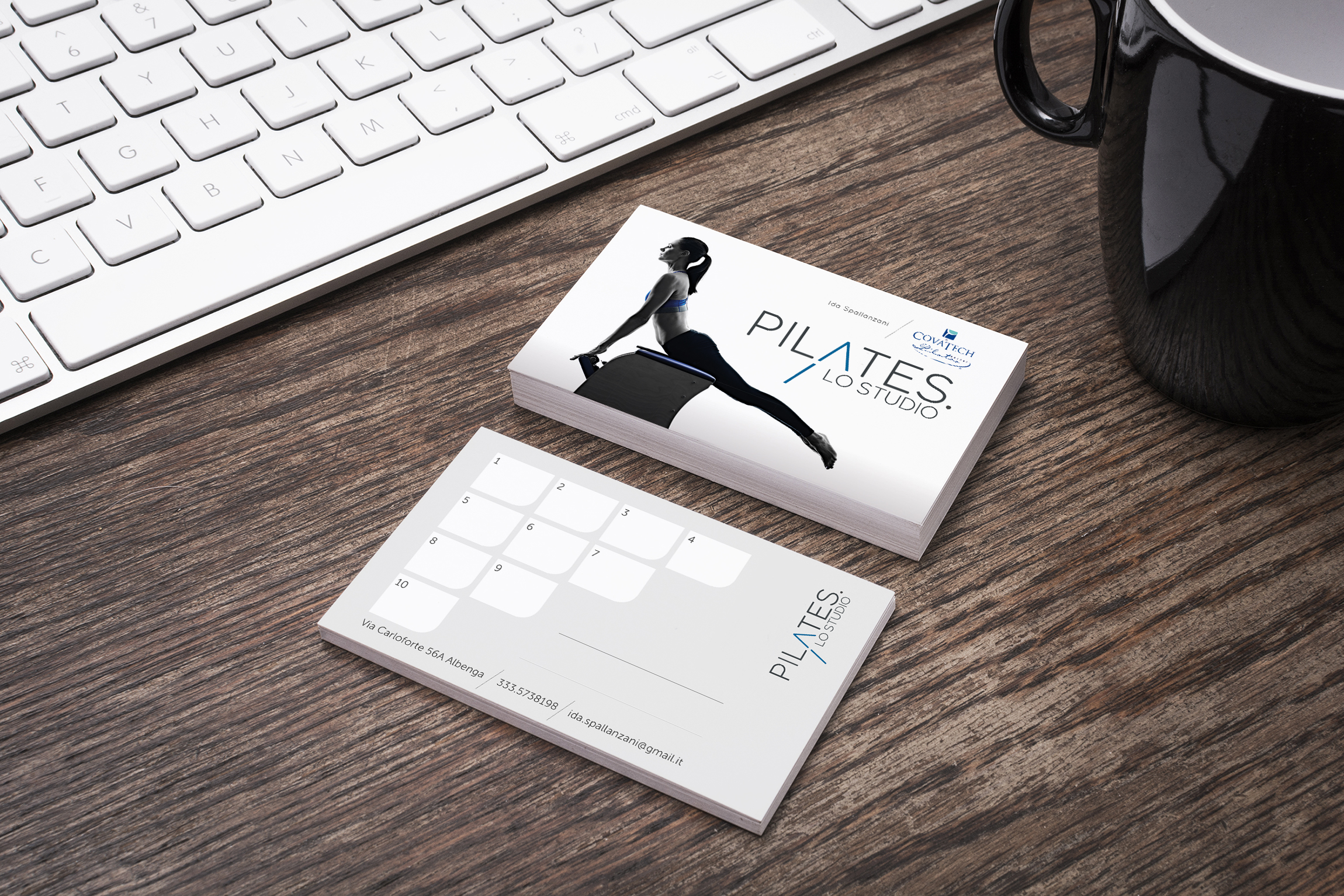piltaes card Free Designer Business Card Mockup