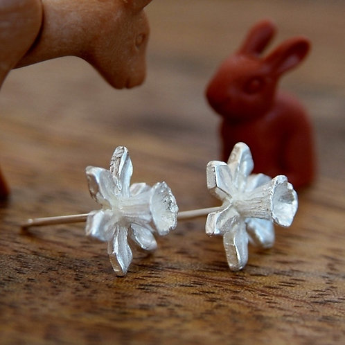 silver daffodil flower earrings