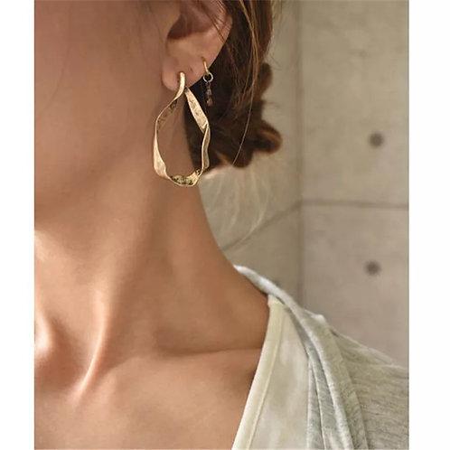 Queen B Earring