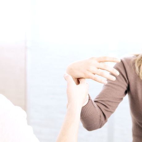 Female%20Hypnotherapy%20Patient_edited.jpg