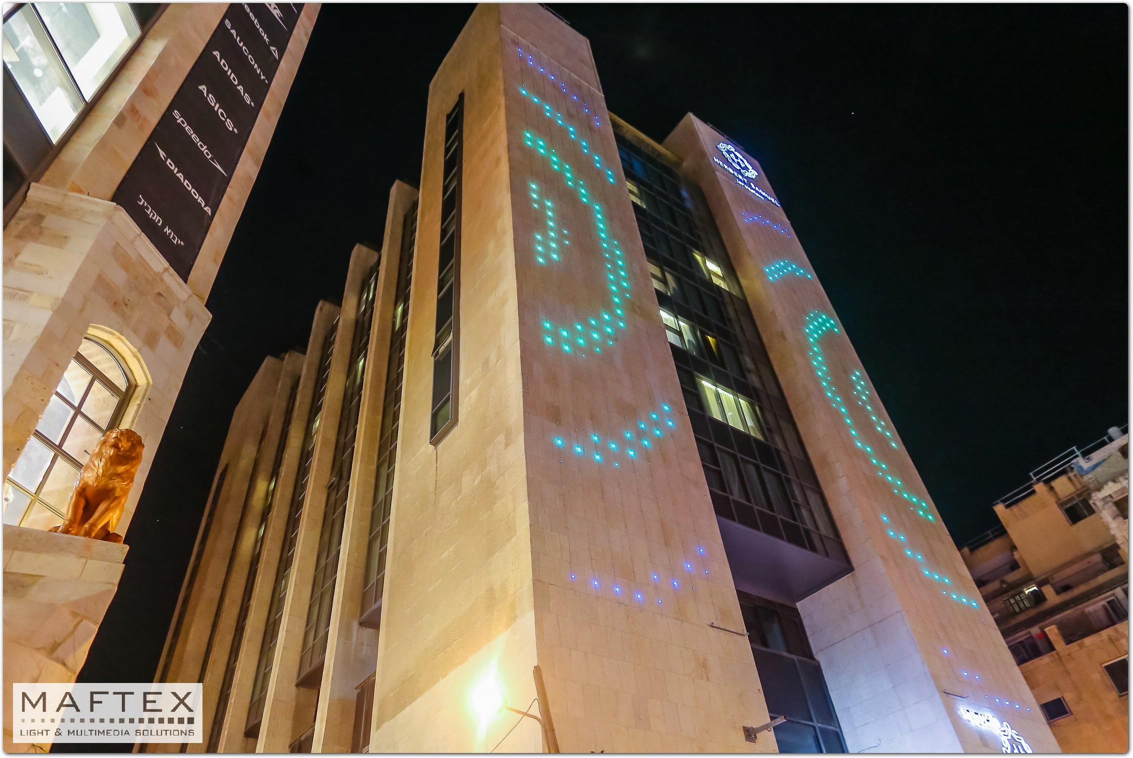 תאורה לחזיתות בית מלון