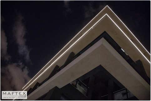 IMG_0578_resizeתאורה בחלק העליון של בניין