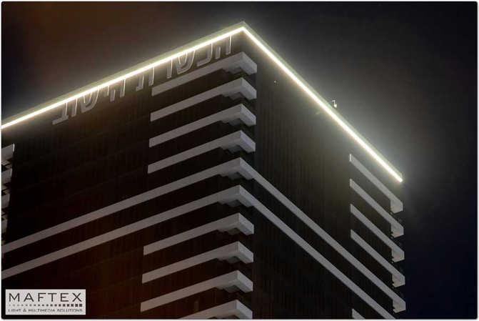 תאורה לחלק העליון של בניין.jpg