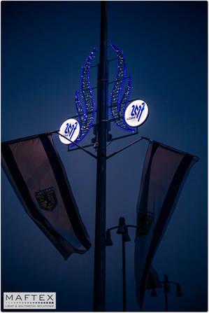 קישוט תאורה עם לוגו עיר