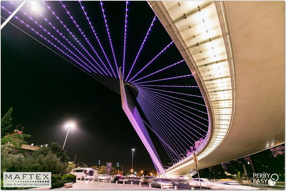 תאורה לגשרים