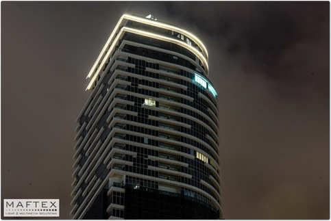 תאורה לקווי מתאר של בניין