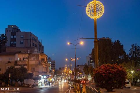 תאורה לקישוט עיר.jpg