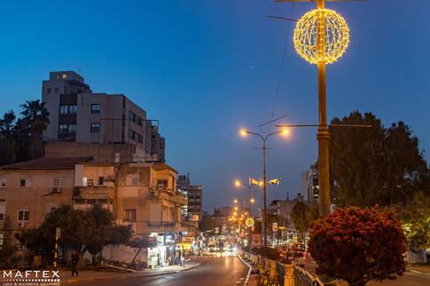 תאורה דקורטיבית לעיר.jpg
