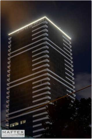 תאורת כותר לבניין.jpg