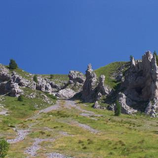 12 Pinnacoli  a Sud del Sossino.JPG