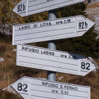 6 Frecce direzionali su sentiero alto.JP