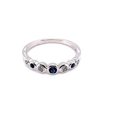 Diamond and Sapphire Bezel Ring in 18ct White Gold