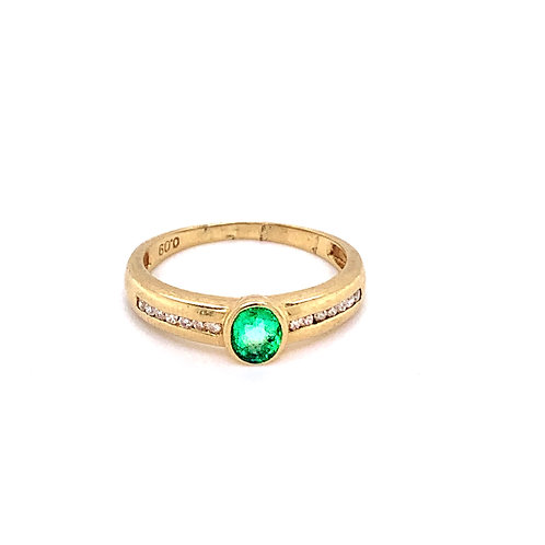 9ct Gold Emerald Rubover Ring with Shoulder Set Diamonds