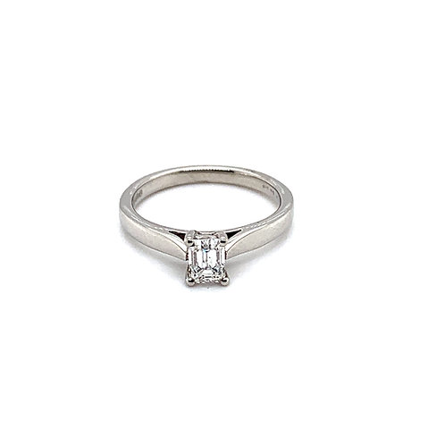 Emerald Cut Diamond Engagement Ring in 9ct Gold