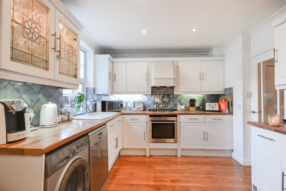 PROPERTY PHOTOS AND FLOOR PLAN FOR A PROPERTY BASED IN WD6