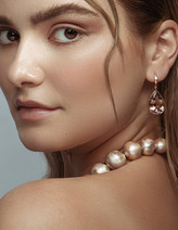 Professional photographer for jewellery store