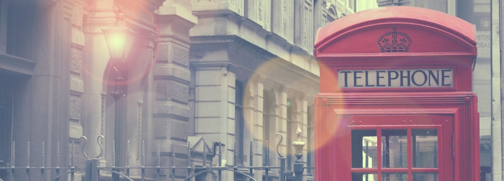 london-vintage-phone-booth-2K-wallpaper_