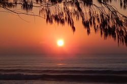 nascer do dia a beira mar
