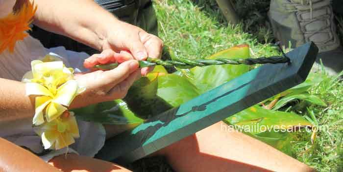 hawaii art braiding a lei