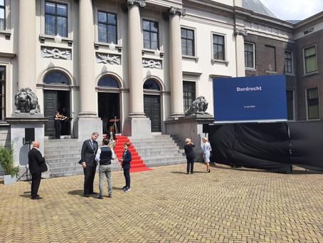 Coronamonument en -herdenking op Stadhuisplein te Dordrecht