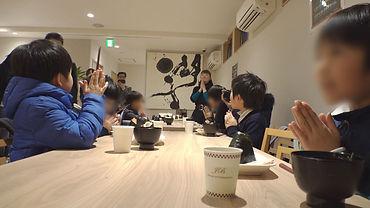 子ども食堂01(顔はぼかしてください).jpg