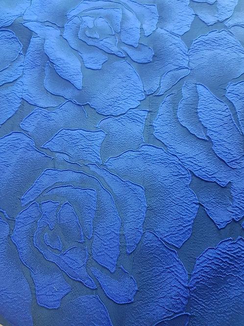 Сатенирана тафта на сини релефни цветя