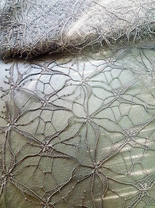 Сребърна Дантела на тюлена основа