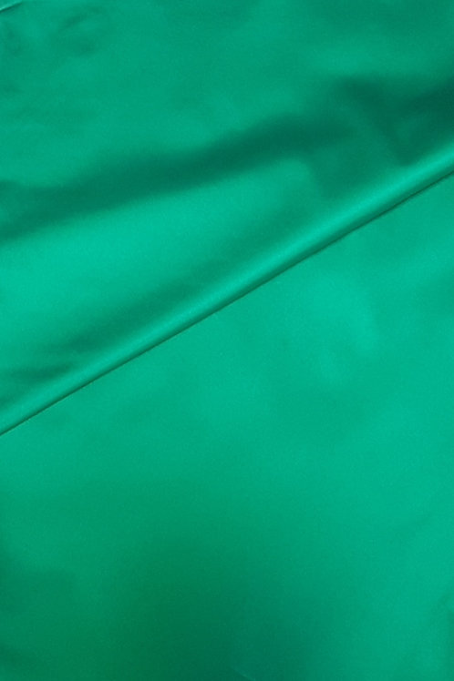 Плътен ластичен сатен зелен