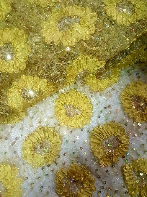 Жълта Дантела на тюлена основа с паети