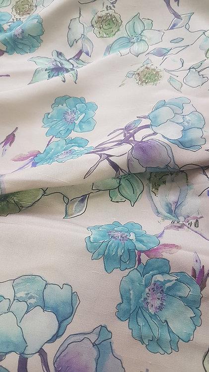 Бежива коприна на цветя