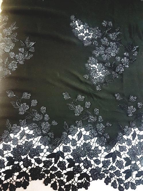 Черна коприна с вградена луксозна дантела