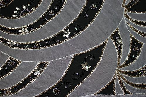 Черна коприна със паети и маниста