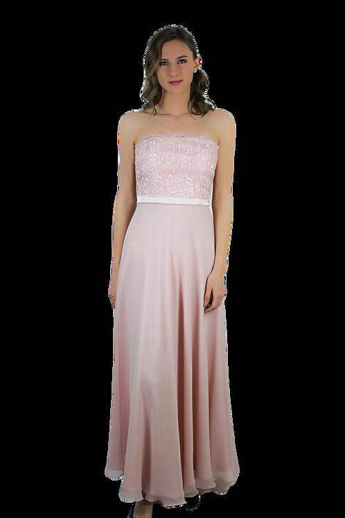 Дълга рокля от нежена розова коприна и дантела