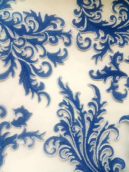 Дантела в синьо на тюлена основа