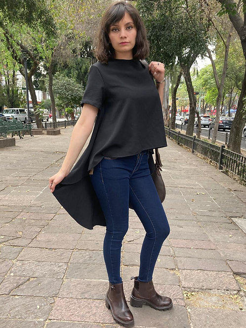 BLUSA CASCADA FASHION LOVERS. Color: Negro