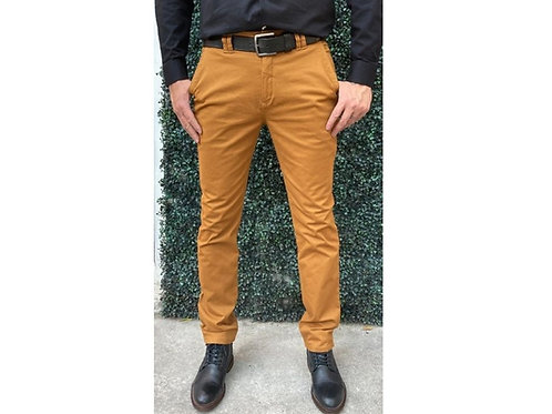 PANTALÓN CABALLERO SLIM FIT FASHION LOVERS. Color: Mostaza