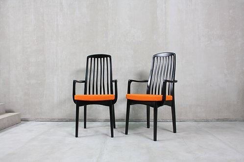 Par de Cadeiras de Braços   Pair of Armchairs