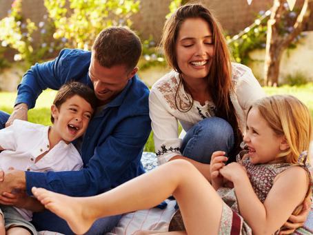 6 jeux simples à partager avec votre enfant pour qu'il développe sa confiance en lui.