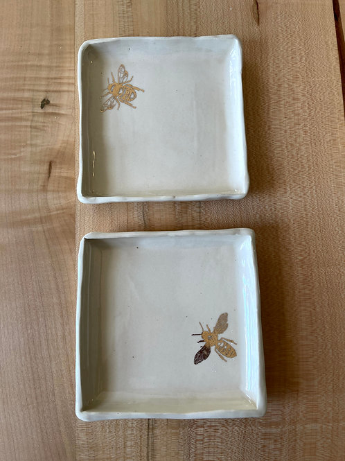 Honey bee plate   square set of 2